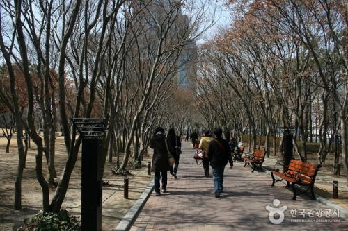 国债报偿运动纪念公园(原,东仁公园)